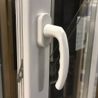 Puerta aluminio RPT abatible 1 hoja con persiana