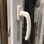 Puerta aluminio RPT abatible 2 hojas con persiana