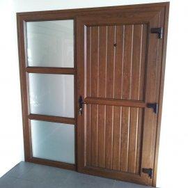 Puerta de entrada en PVC